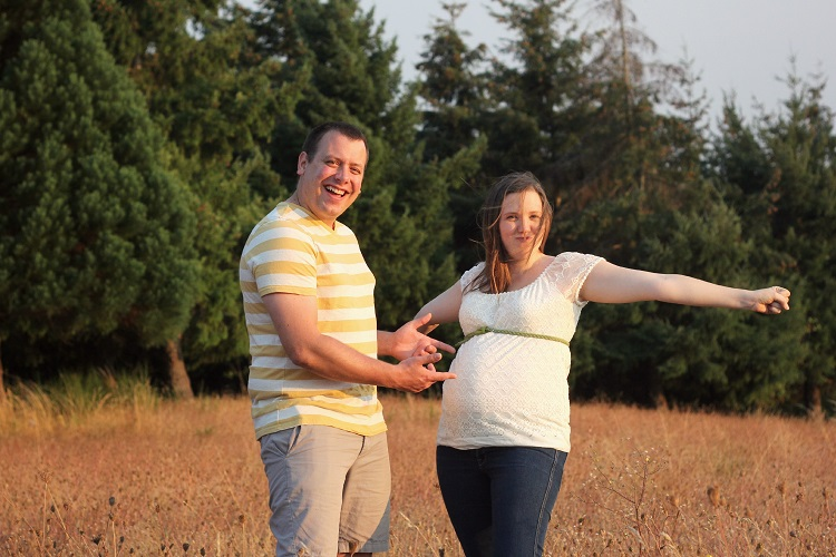 These are such wonderful anniversary/maternity pictures!  I love the number idea!