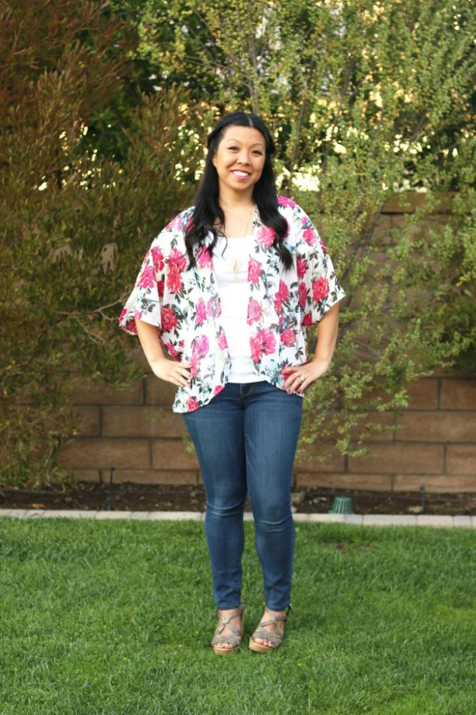 How to attain simplicity in your spring wardrobe - Foxy's Domestic Side - Click through to check out what she and other bloggers have to say about the topic!