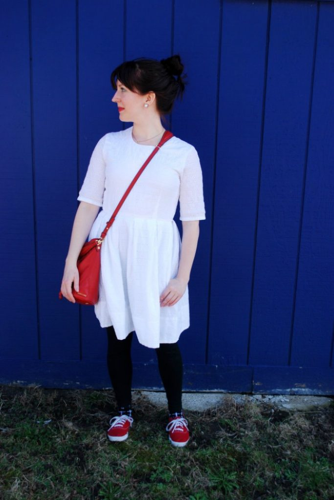 How to attain simplicity in your spring wardrobe - Happy. Pretty. Sweet - Click through to check out what she and other bloggers have to say about the topic!