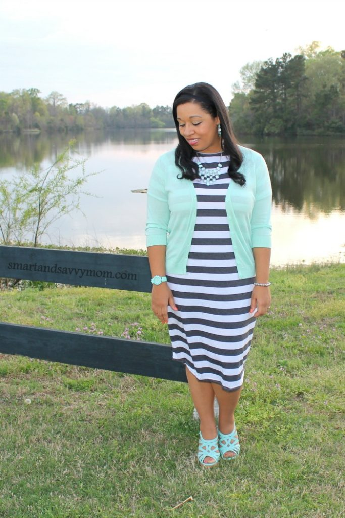 How to attain simplicity in your spring wardrobe - Smart and Savvy Mom - Click through to check out what she and other bloggers have to say about the topic!