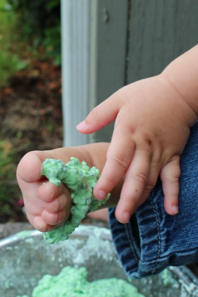 Looking for something to do with your toddler?  Edible green gak is such a fun activity!