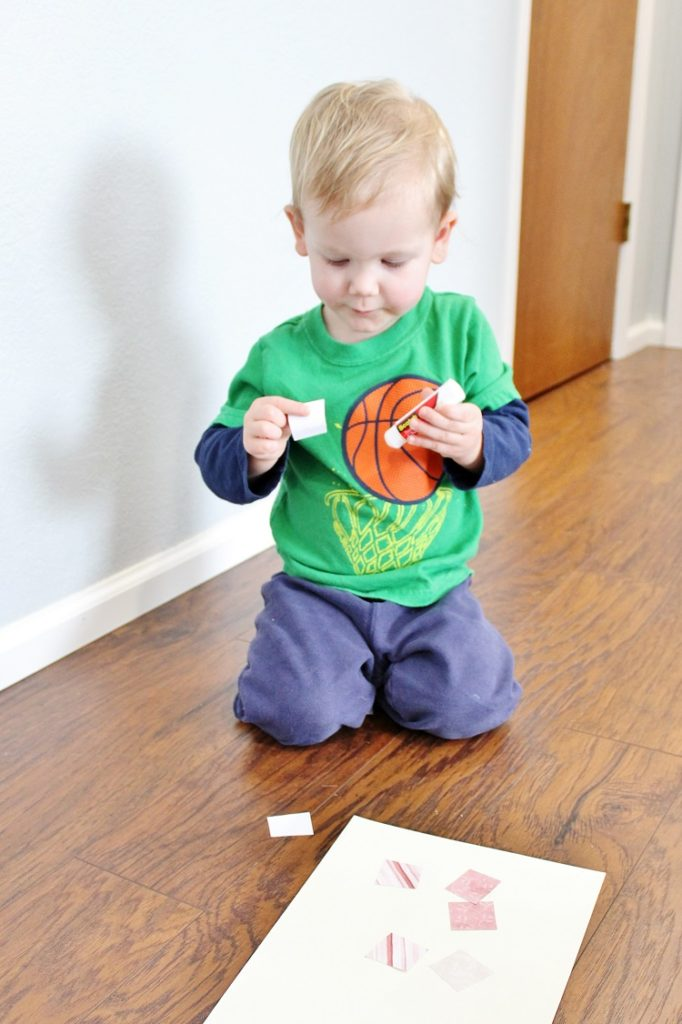 The perfect craft for your toddler to do as a Valentine's Day gift to his or her favorite person!