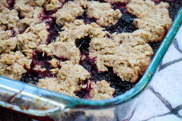 Try this fantastic end of summer blackberry cobbler!