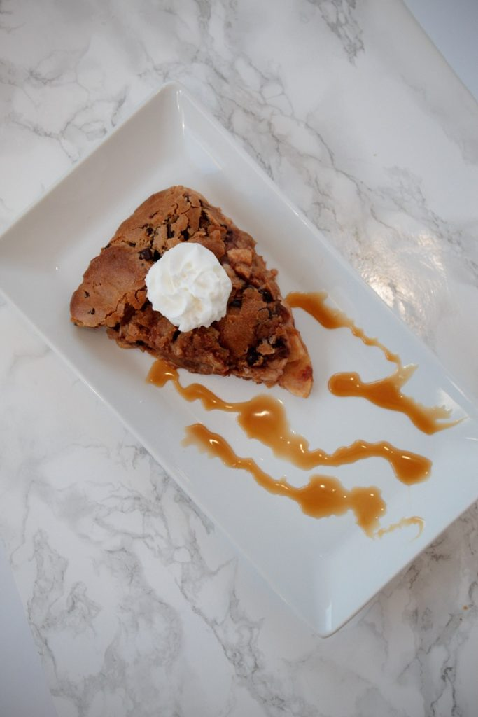 #ad You HAVE to try this incredible Chocolate Chip Cookie Crust Apple Pie!
