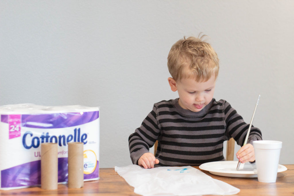 Toilet Paper Roll Christmas Cracker. The perfect toddler Christmas craft!