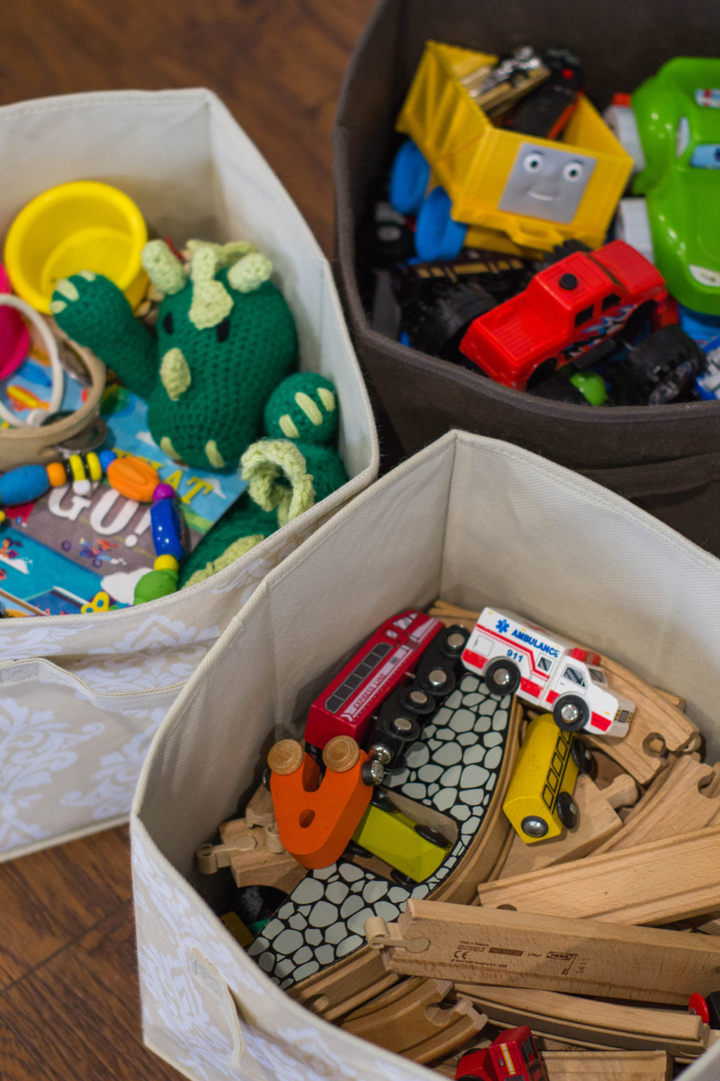 Kids have SO MANY TOYS! Check out this post for tips on how to organize them and keep your home clean!