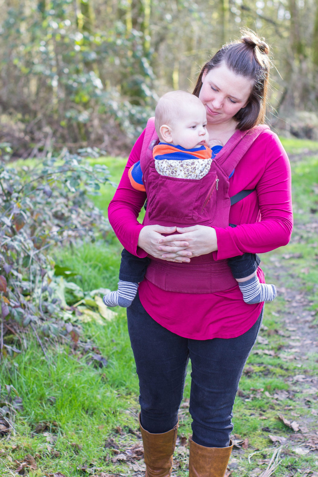 There are so many benefits of babywearing for both you and your baby